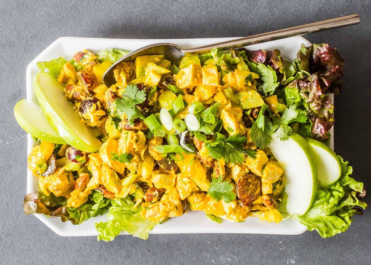 Салат из манго и курицы